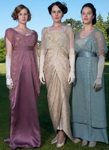 SPECIAL PRICE APPLIES - CONSULT CAMERA PRESS OR ITS LOCAL AGENT. Laura Carmichael (Lady Sybil Crawley), Michelle Dockery (Lady Mary Crawley) and Jessica Brown Findlay (Lady Sybil Crawley), left-right, on the set of hit British ITV series 'Downtown Abbey'.